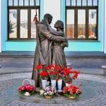 Памятник ПРОЩАНИЕ СЛАВЯНКИ на Белорусском вокзале
